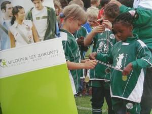 Bildung ist Zukunft e. V.   SDC11322 300x225 DJK TuSA Düsseldorf 06 Turnier